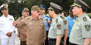 Col. Gen. Fang Fenghui, Chief of the General Staff of the Chinese Army and Army Corps Gen. Alvaro López Miera.