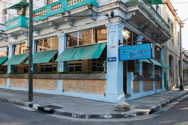 Cafeteria La Antigua Chiquita en Avenida Carlos III y Luaces