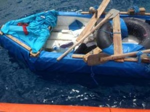 A polyethylene foam vessel, on which the six Cuban immigrants rescued at Key Biscayne this Wednesday traveled to Miami. Photo: US Coastguard Service