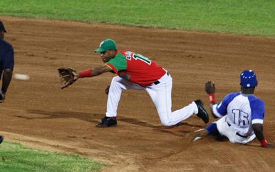 A game from last season between Las Tunas and Industriales.  Photo: Elio Delgado Valdes.
