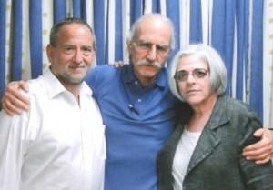 Alan Gross (c) con su abogado y esposa.