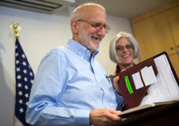 Alan Gross and his wife Judy at a news conference after arriving in Washington DC, on December 17.