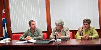 Ministry of Finance and Prices officials Vladimir Regueiro, Zamira Marín and Deborah Rivas.