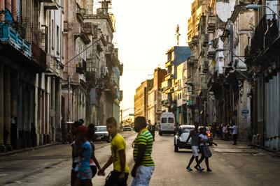 Calle-Reina-en-Centro-Habana