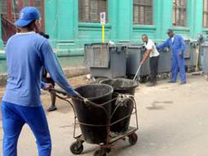 Overall-clad police officers cleaning the streets of Centro Habana on December 31. Photo: Tribuna de la Habana.