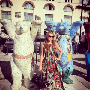 Paris Hilton in Old Havana with a couple United Buddy Bear sculptures. Photo from her Instagram.