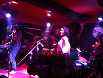 Zoe Fuentes & Canela performing at the La Zorra y el Cuervo