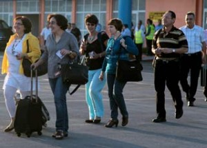 Representatives of Cuban civil society, under the patronage of President Raul Castro, taking the plane on Tuesday to travel to Panama.