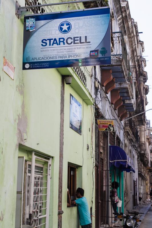 Cell phone repair shop in Havana.