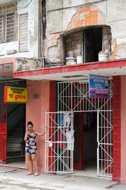 Restaurante venta de ropa reparacion de celulares particular