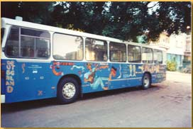 Havana workplace bus that sometimes picks up other passengers.  Photo: tierradenadie.de
