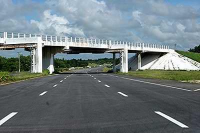 The Cuban national highway.  Photo: radiorebelde.cu