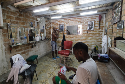 A private barbershop in Havana.  Photo: Juan Suarez