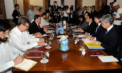 The Cuban and Japanese foreign ministers and their delegations met Saturday May 2, 2015 in Havana.  Foto: ain.cu