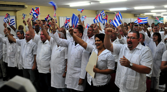 Cuban doctors and other health workers leave for Nepal.  Foto: cubasi.cu