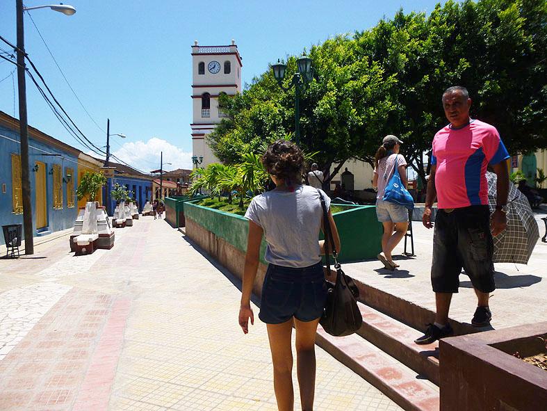10. Parque Central, frente a la primera iglesia de Cuba
