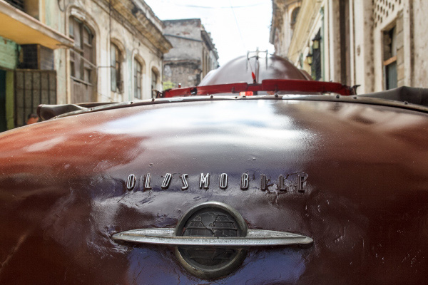 Oldsmobile in Havana.  Photo: Juan  Suarez