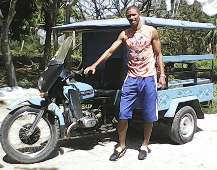The motorcycle taxi of the captain of the Cuban national soccer team.  Photo: Duanys Hernández