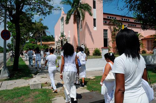 Algunas de las Damas de Blanco participaron en la emboscada contra el Cardenal.  Foto: Raquel Pérez Díaz