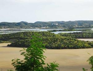 Terrains surrounding the US military base in Guantanamo.