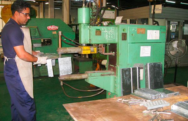 Cuban factory.  Photo: Raquel Díaz Pérez