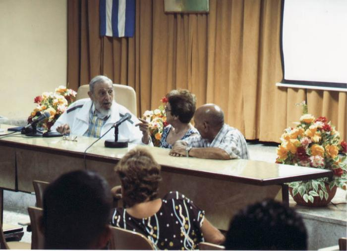 Fidel Castro visited the Food Industry Research Institute