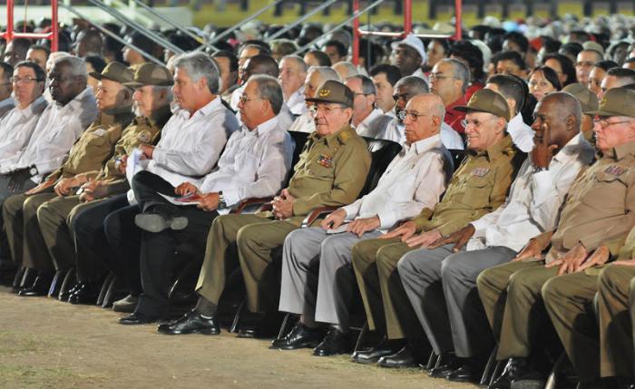 The leaders of the Cuban Revolution Accompany General/President Raul Castro on July 26, 2015 in Santiago de Cuba.  Foto:  José.M. Correa Armas / granma.cu
