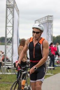 Su entrenamiento de triatlonista y practicar deportes en Cuba le ayudó a mantenerse en forma y lidiar con los largos tiempos de espera. Foto: Página de Facebook de Jovaisa