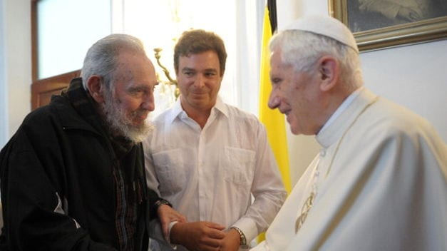 Fidel Castro with Benedict XVI during his visit to Cuba in 2012. Also present Fidel's son, Antonio Castro.