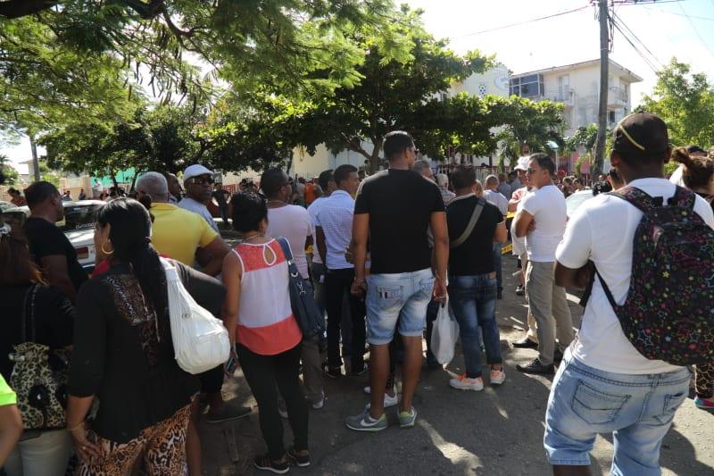 Several hundred Cubans protested on Friday at the Ecuadorian Embassy in Havana. Photo: Juan Suarez