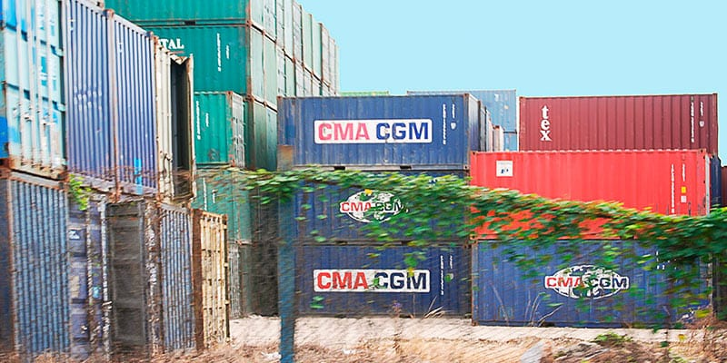 While the government continues to assess and test wholesale markets for the self-employed, Cubans are importing containers to supply the growing domestic market. Photo: Raquel Perez Diaz.