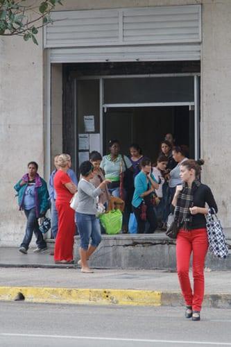 Saliendo del Ministerio de Comercio Exterior. Foto: Juan Suarez