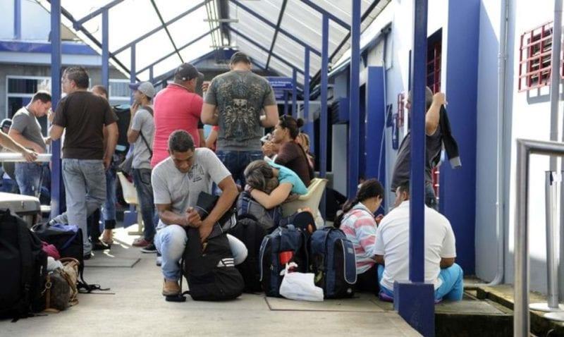 Nearly 2,000 Cubans are stuck on the Costa Rican - Nicaraguan border. Photo: La Nación de Costa Rica / El Nuevo Diario de Nicaragua.