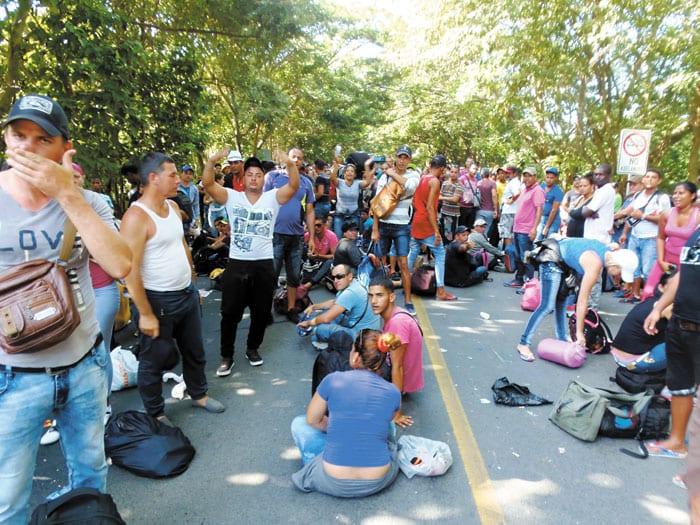 Cubans near the border. Photo: laprensa.com.ni