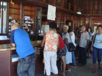 Waiting in Line for Cuba's Healthcare Services | Havana Times