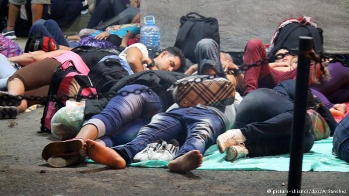 Cubans waiting to be allowed to travel on to the United States. Photo: alianza/dpa/A. Sánchez
