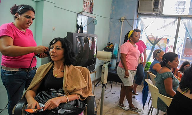 Barber shops were the first experiment involving cooperatives formed on the basis of State companies and they have worked fairly well. Photo: Raquel Perez Diaz