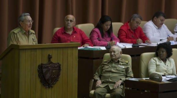 Raul Castro addressing the Cuban parliament on Dec. 29, 2015. Foto: Ismael Francisco/cubadebate.cu