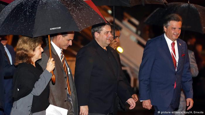 German economy minister Sigmar Gabriel arriving to Cuba. Foto: dpa