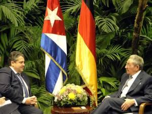 El vicecanciller alemán Sigmar Gabriel en su reunion con el presidente cubano Raul Castro. Foto: Estudios Revolución