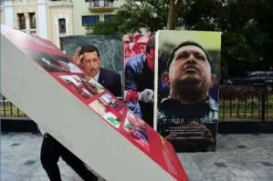 El retiro de la imagen del fallecido presidente venezolano Hugo Chávez trae de nuevo a la actualidad el debate sobre su legado. Foto: telesurtv.net