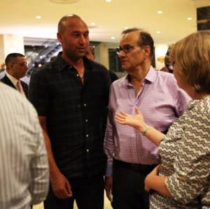 Derek Jeter y Joe Torre in Cuba. (Photo: Will Vragovic/baseballdecuba.com