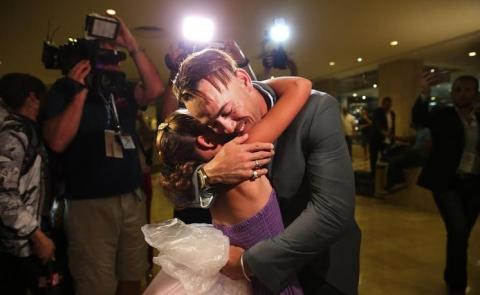 Dayron Varona embraces his niece upon arriving at the Melia Cohiba Hotel where the Rays are staying.