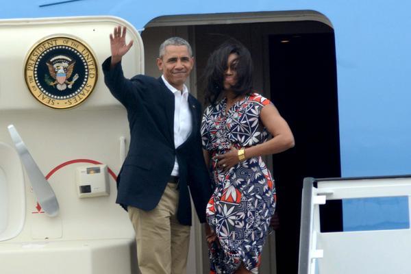 Barack Obama waves goodbye to Cuba. Photo; Juan Pablo Carreras/ACN
