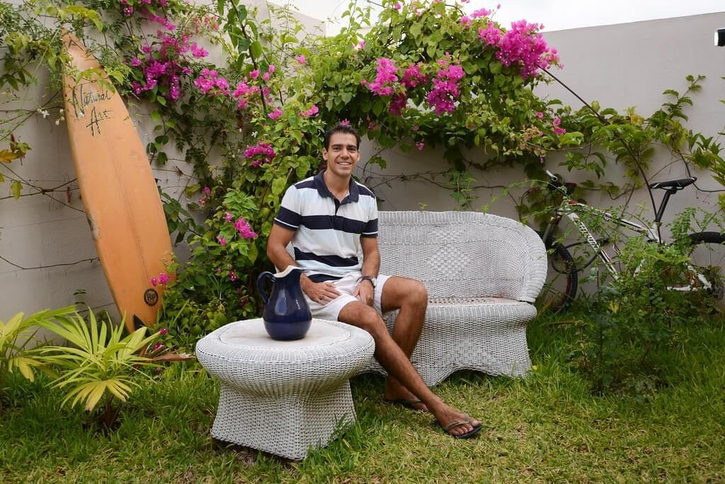 Roger Boniche, a 40-year-old orthodontist, rents out a room in his house to get to know people from other cultures and make some extra money. Photo: Carlos Herrera/confidencial