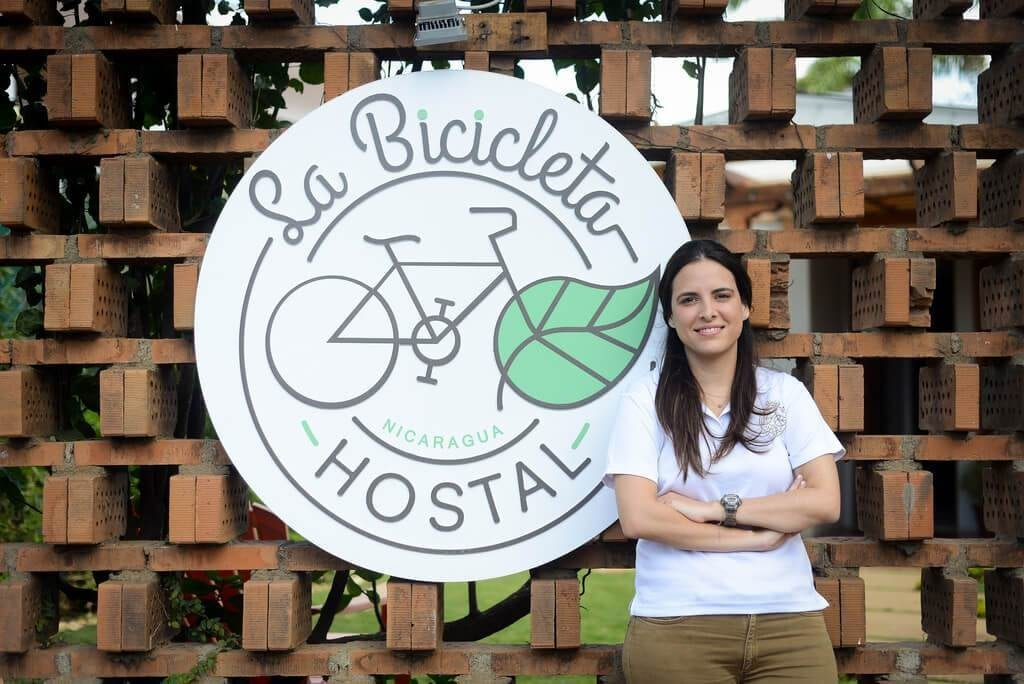 Paola Zúñiga Vijil, co-owner of the Bicicleta [Bicycle] Hostel, places his bets on this platform to draw in a young public that is looking for adventure. Photo: Carlos Herrera / Confidencial