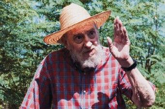 Fidel Castro in his back yard. Photo: Estudios Revolución