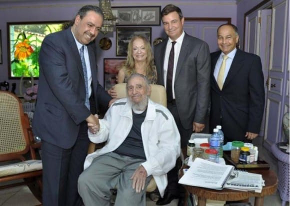 Fidel Castro with his wife, son and president of the National Olympic Committees (left).  Photo: Estudios Revolución