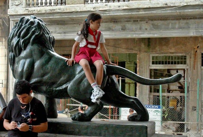 Lion on the Prado promenade. Photo: Caridad