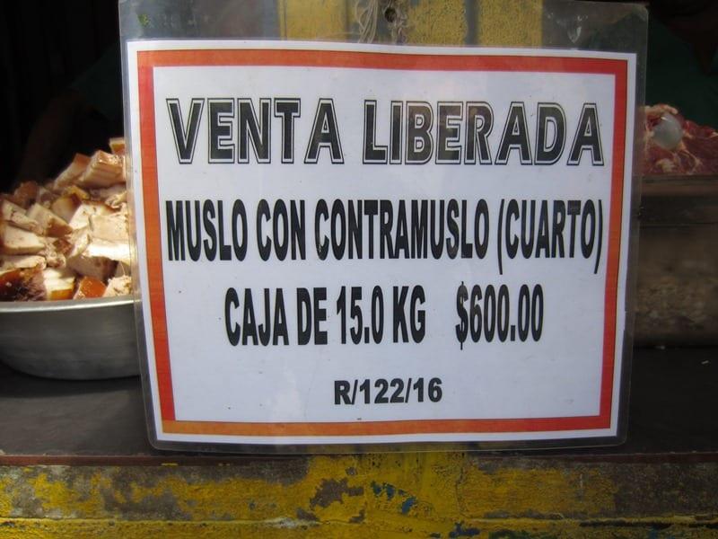 A box of 15 kilos of chicken for 600 pesos.